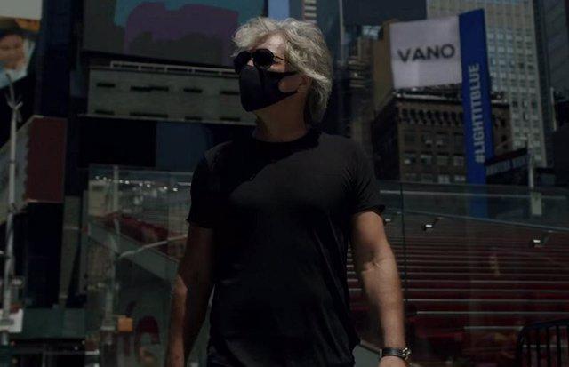 Bon Jovi en el videoclip de  Do What You Can