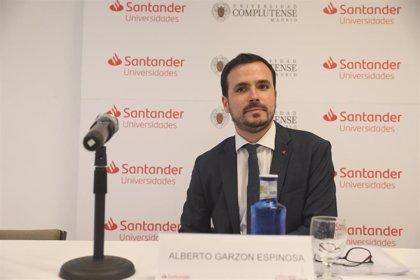 """Garzón tacha de """"temeridad"""" renovar patrocinios de clubes de fútbol con casas de apuestas: """"No se va a poder hacer"""""""