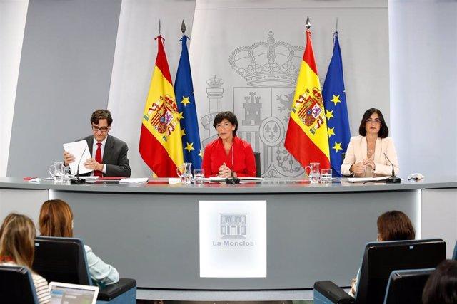 El ministro de Sanidad, Salvador Illa, la ministra de Educación y Formación Profesional, Isabel Celaá y la ministra de Política Territorial y Función Pública, Carolina Darias. En Madrid, (España), a 27 de agosto de 2020.