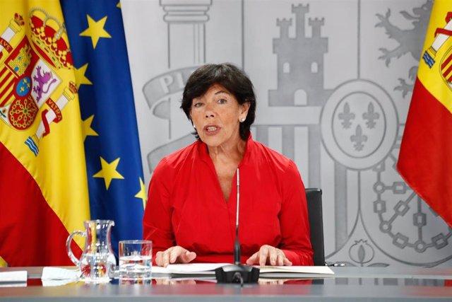 La ministra de Educación y Formación Profesional, Isabel Celaá, interviene durante una comparecencia ante los medios tras la Conferencia multisectorial