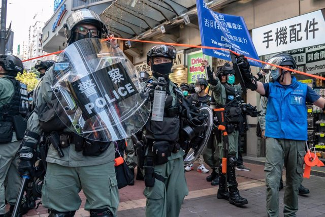 China.- La Guardia Costera china detiene frente a Hong Kong a diez personas que