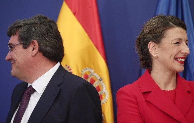 El ministro de Seguridad Social, Inclusión y Migraciones, José Luis Escrivá y la ministra de Trabajo, Yolanda Díaz, durante el acto de toma de posesión de los altos cargos del Ministerio de Trabajo, en Madrid (España), a 3 de febrero de 2020.