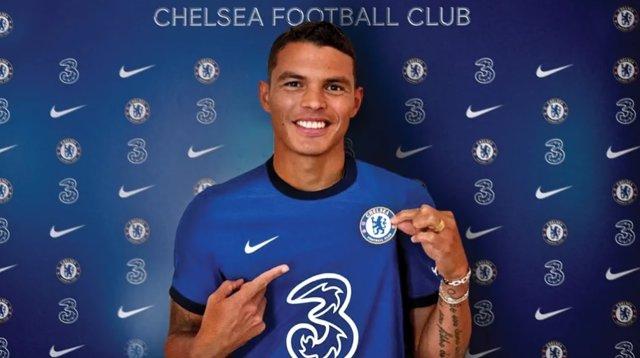 Fútbol.- Thiago Silva firma por una temporada con el Chelsea