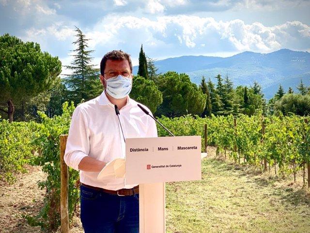 El vicepresident de la Generalitat i conseller d'Economia i Hisenda, Pere Aragonès, aquest divendres abans de visitar el celler Juvé & Camps