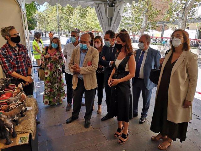 El vicepresidente de la Junta, Francisco Igea, visita la XXI Feria de Artesanía de Palencia.
