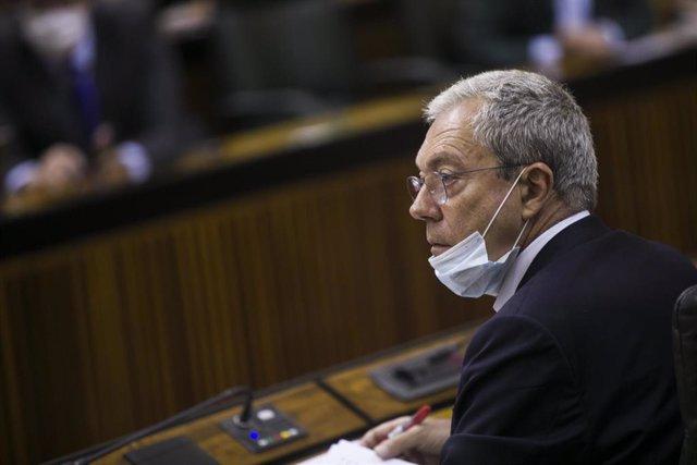 El consejero de Economía, Rogelio Velasco, durante la sesión de control al gobierno con preguntas al presidente en el Parlamento andaluz. En Sevilla (Andalucía, España), a 23 de julio de 2020.