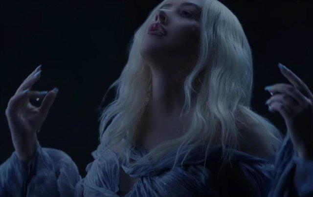 Christina Aguilera en el videoclip 'Reflection' de 'Mulan'