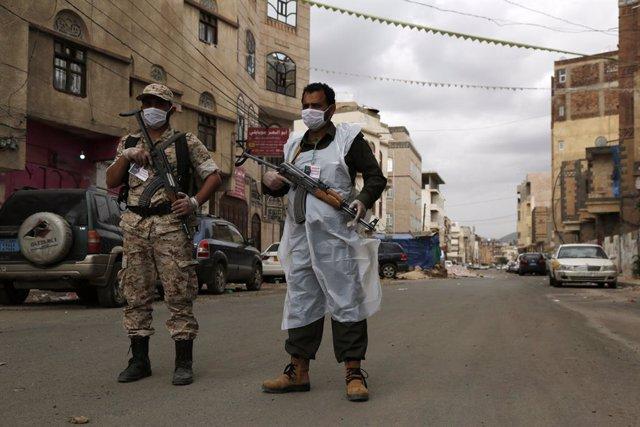 Yemen.- Al menos cinco efectivos de seguridad muertos y casi 40 heridos en Yemen