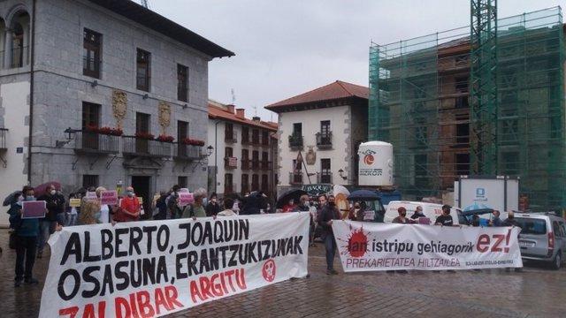 Concentración de sindicatos en Markina para exigir responsabiidades por el derrumbe del vertedero de Zaldibar