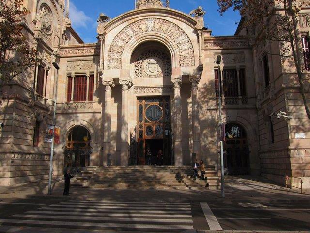 Façana del Palau de Justícia, seu del Tribunal Superior de Justícia de Catalunya (TSJC) i de l'Audiència de Barcelona