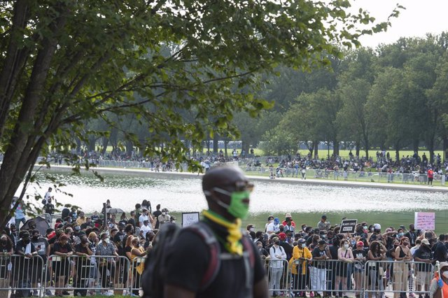 EEUU.- Miles de personas piden justicia en Washington en una marcha contra el ra