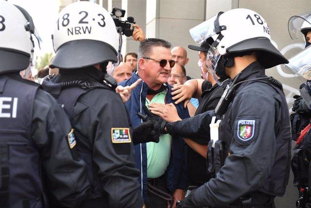 AMP2.- Coronavirus.- Al menos 300 detenidos en la manifestación contra las restr