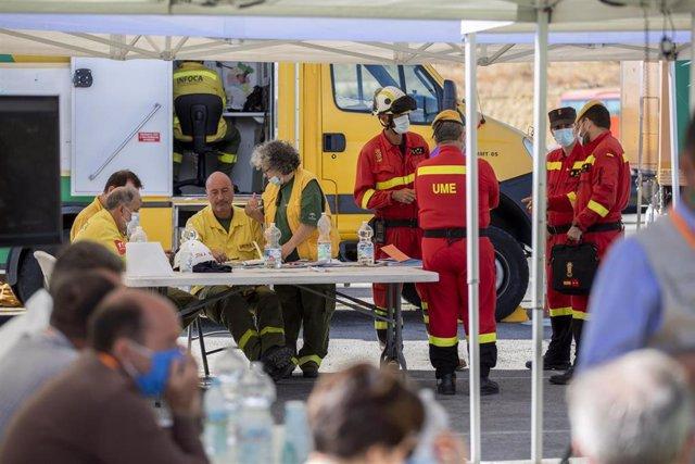 Puesto de mando que combate el incendio en Almonaster la Real (Huelva)