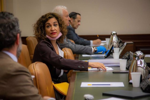La ministra de Hacienda y portavoz del Gobierno, María Jesús Montero, en la Comisión de Hacienda del Congreso