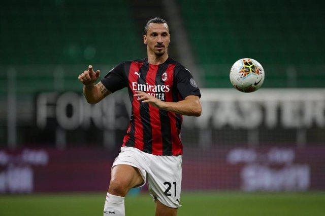 Zlatan Ibrahimovic jugando con el AC Milan