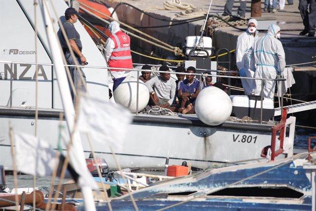 Europa.- El alcalde de Lampedusa anuncia una huelga general para protestar por l