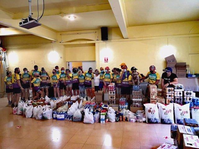 Els voluntaris del repte de 600 quilòmetres a peu del Banc dels Aliments de Tarragona, que ha recaptat 10.000 quilos d'aliments.