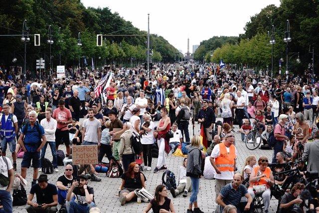 Coronavirus.- Nuevas manifestaciones negacionistas recorren las calles de Berlín