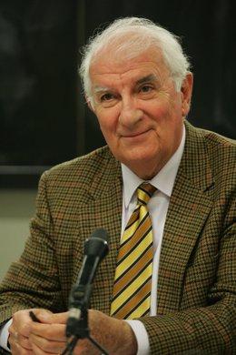 Angel Faus, Ángel Faus Belau, pionero de los estudios de radio y televisión en la Universidad de Navarra, fallecido este domingo.