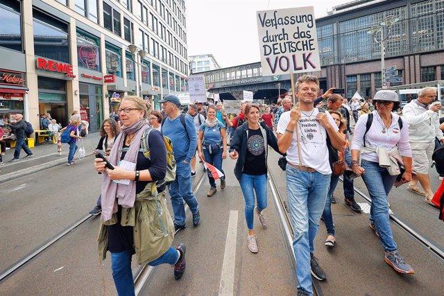 Coronavirus.- Alemania reduce a 610 la cifra de contagios diarios tras el fin de