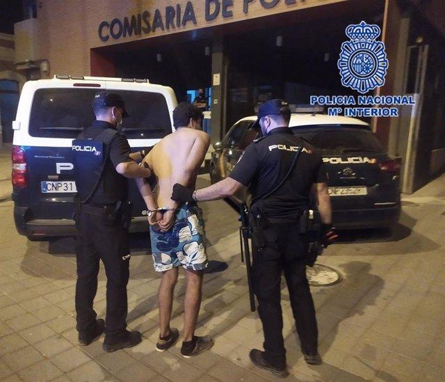 La Policía Nacional Detiene In Fraganti Al Presunto Autor De Robar En El Interior De Al Menos 5 Vehículos