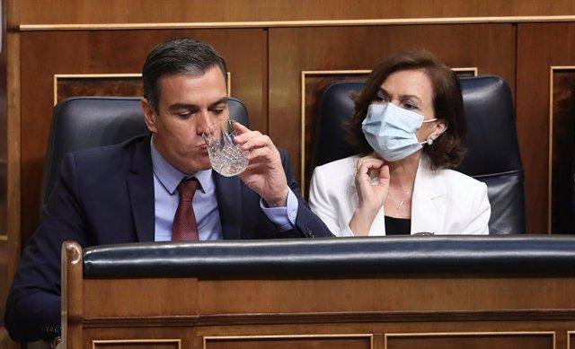 El president del Govern espanyol, Pedro Sánchez, i la vicepresidenta primera, Carmen Calvo, al Congrés dels Diputats. Madrid (Espanya), 29 de juliol del 2020.