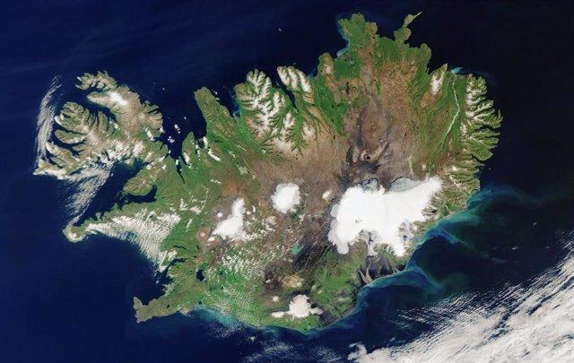 Rara imagen de Islandia libre de nubes tomada desde el espacio