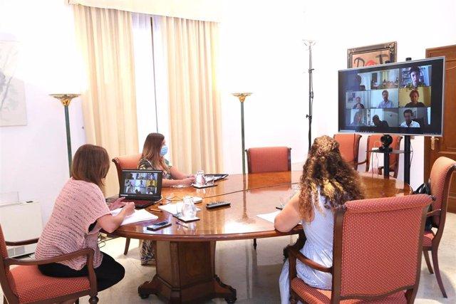 La presidenta del Govern, Francina Armengol, reunida telemáticamente con los portavoces parlamentarios.
