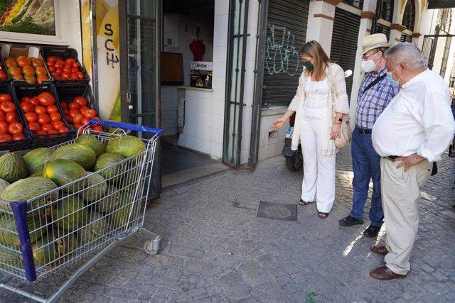 Cristina Peláez, en una vista al mercado de la calle Feria