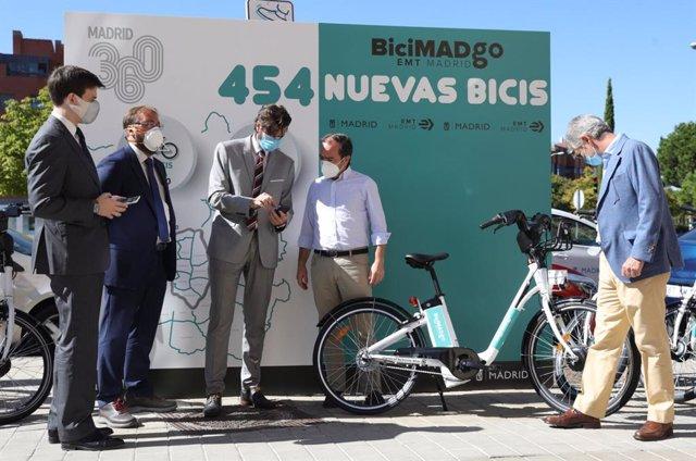 La EMT lanza un nuevo servicio de bicicletas eléctricas sin base fija, que estará disponible al 50% desde mañana