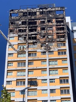 Extinguido un aparatoso incendio en un bloque de viviendas en el distrito de Hortaleza