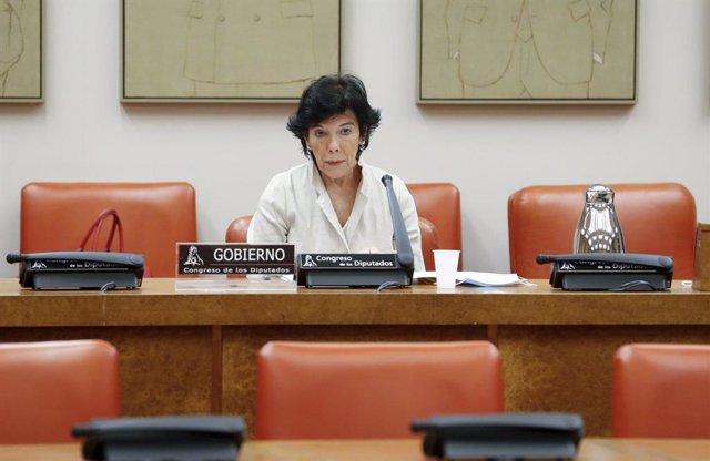 La ministra de Educación y FP, Isabel Celaá, en una comparecencia en el Congreso (Imagen de archivo)