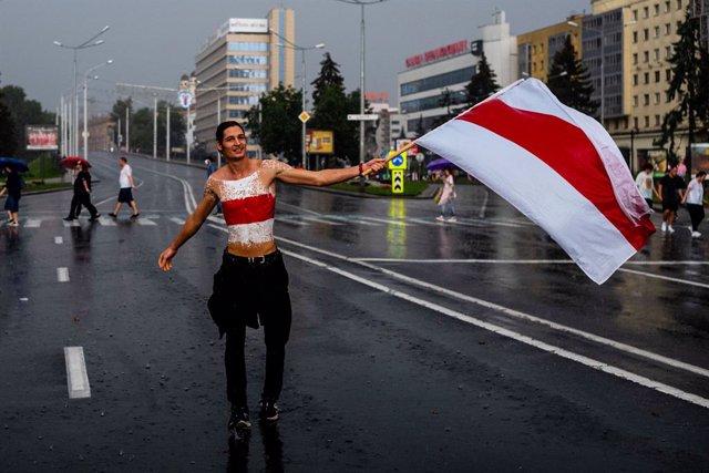 Bielorrusia.- Varios policías renunciaron públicamente al uniforme durante la ma
