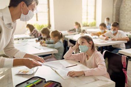 Educar con mascarilla: las consecuencias de ocultar la cara
