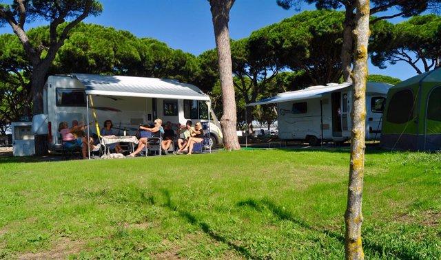 Los campings salvan la temporada de verano.