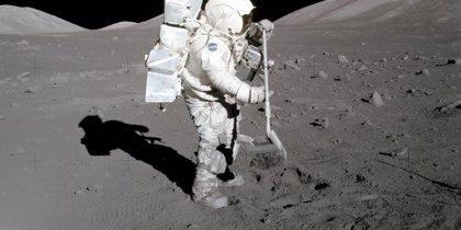Un plumero apto para eliminar el problemático polvo lunar
