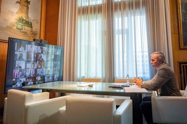 El alcalde de Zaragoza, Jorge Azcón, lidera la videoconfernecia de alcaldes de 31 municipios quie piden a Sánchez un real decreto exprés de ayuda a los ayuntamientos