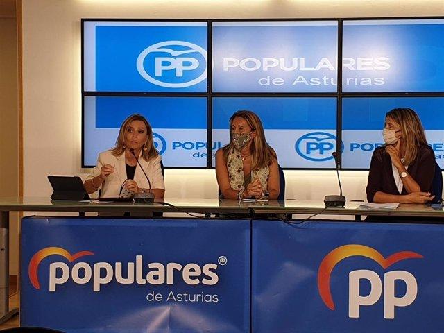 Las diputadas del PP en el Congreso Ana María Zurita, Paloma Gázquez y Alicia García durante una rueda de prensa en Oviedo