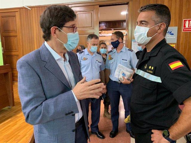 Villegas, durante el encuentro con los responsables de las Fuerzas Armadas