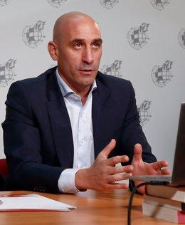 Fútbol.- La RFEF insta a LaLiga a fijar los partidos en sábado y domingo