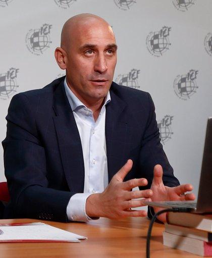 La RFEF insta a LaLiga a fijar los partidos en sábado y domingo