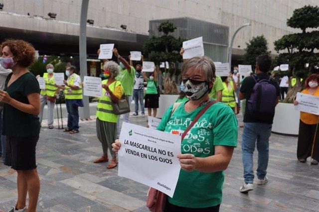 Imagen de la concentración organizada por la Marea Verde en la avenida de la Libertad