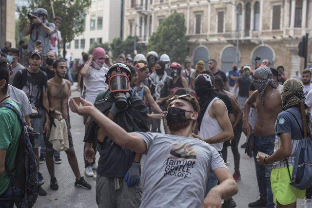 Líbano.- Unos 20 heridos por choques entre policías y manifestantes en Beirut du
