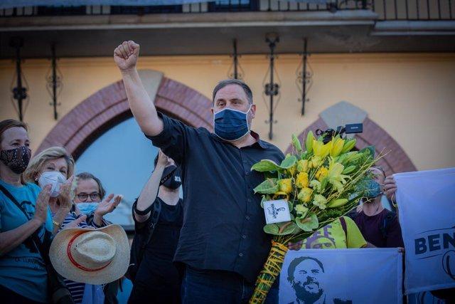 El líder d'ERC, Oriol Junqueras, homenatjat quan va assolir el tercer grau