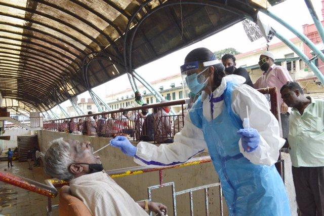 Coronavirus.- India registra un nuevo récord diario de más de 78.000 casos y alc