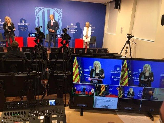Inauguració telemàtica de la IX Escola d'Estiu de l'Institut de Seguretat Pública de Catalunya (ISPC) amb el títol 'Llibertat i Seguretat', amb el conseller d'Interior, Miquel Buch, al costat de la directora, Montserrat Royes.