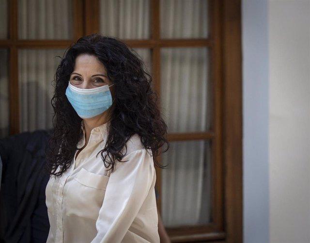 La consejera de Igualdad, Rocío Ruiz (d). En el Parlamento de Andalucía, (Sevilla, Andalucía, España), a 20 de mayo de 2020.