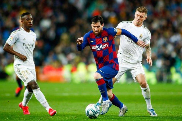 Messi s'escapa de Kroos i Vinicius en el Madrid-Barça del Bernabéu de LaLiga Santander 2019-2020