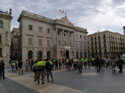 Unos 300 trabajadores de Acciona (Nissan) se concentran en Barcelona para exigir la retirada del ERE