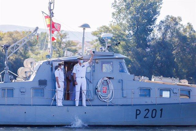 Tui recibe con aplausos al Rey en su visita a la Comandancia Naval del Miño, pri